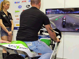 Motorrad Simulator Besuchermagnet Aufmerksamkeit erlbenisreich emotion emotionalisieren Spass Fantainment Eventgame Einkaufszentrum EyeCatcher Messe Promotion Sponsoring