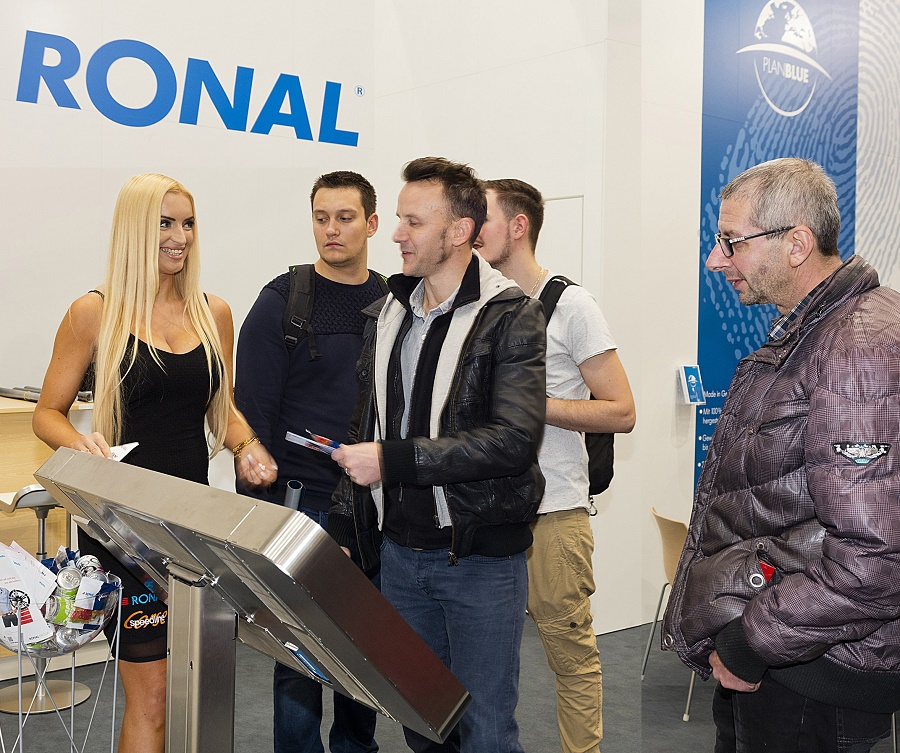 RONAL_EssenMotorShow'16_Voting-SlotMachine_infotainment.ch